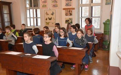 Četrtošolci v Slovenskem šolskem muzeju