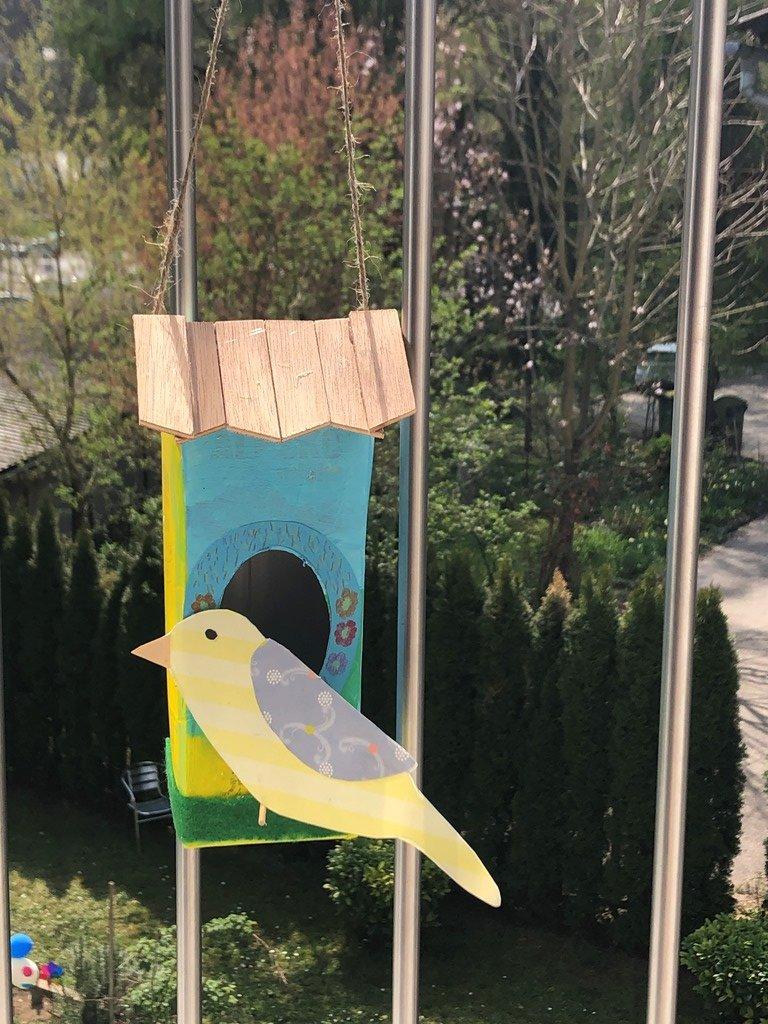 danetova-hisica-s-ptickom
